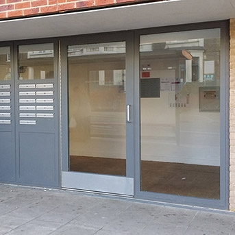 COMMUNAL ENTRANCE DOOR SET AND INTEGRAL LETTER BOXES AND SIDE PANEL. SECURED BY DESIGN. LPS1175 SR2