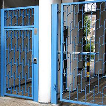STEEL GATES ENTRY SYSTEM