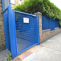 MESHED STEEL GATES