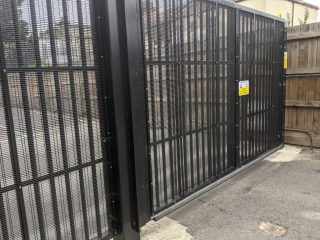 LPS1175 SR2 Automated Security Vehicle Gates Secured by Sesign